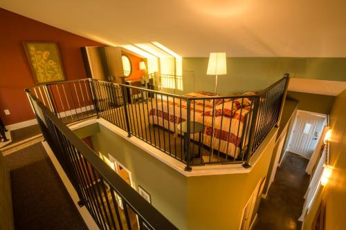 Crooked Tree Guest Suites - Photo 6 of 52