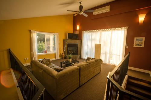 Crooked Tree Guest Suites - Photo 8 of 52