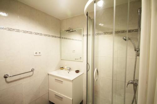Barcelona Downtown Apartments photo 16