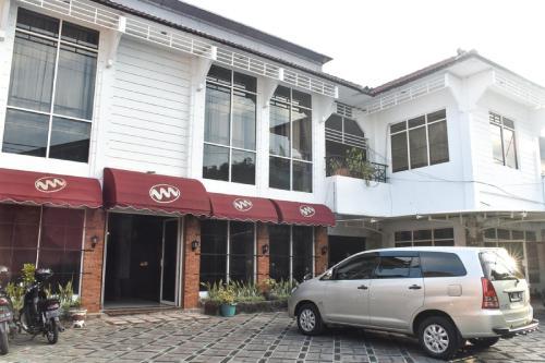 . RedDoorz near Kampung Warna Warni