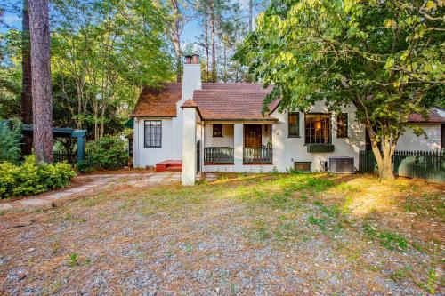 The Tudor Cottage - Southern Pines, North Carolina