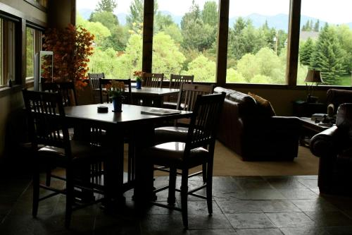 Duck Inn Lodge - Whitefish, MT 59937