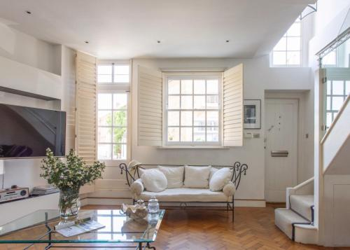 3-Bedroom Mews House With Parking