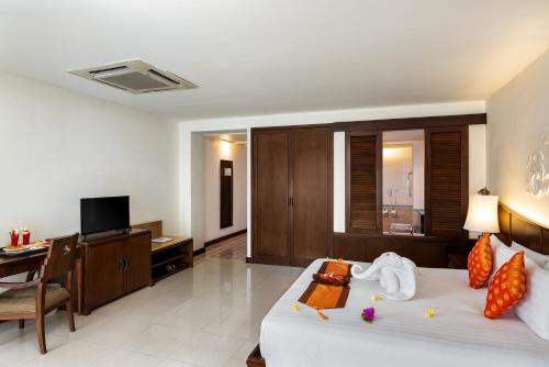Double or Twin Room with Pool Access