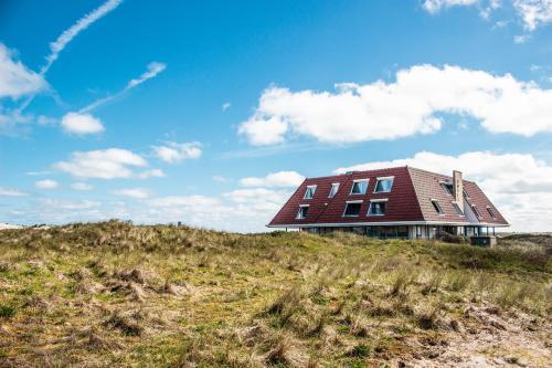 . Strandhotel Buren aan Zee
