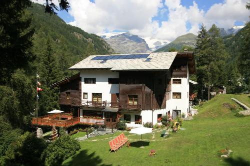 Albergo Villa Anna Maria - Hotel - Champoluc