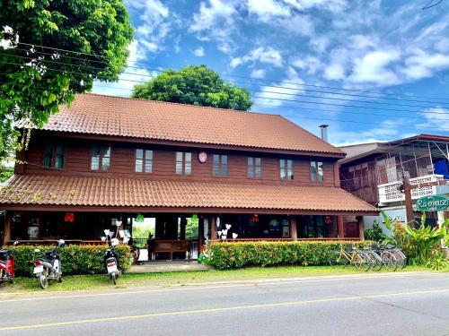 Riverhouse Hotel (The Teak House), Mae Sariang