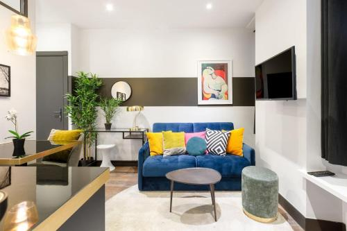 Chic flat near Eiffel Tower by GuestReady