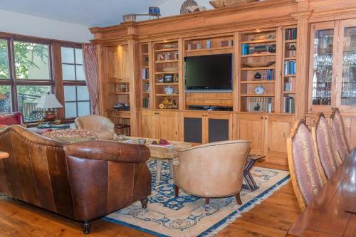 Stunning Western Inspired Private 3 Bedroom Villa Villa - Accommodation - Beaver Creek