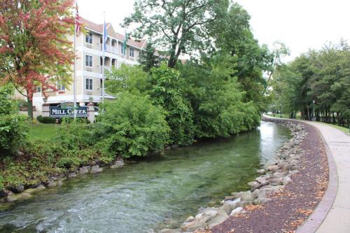 Mill Creek Hotel - Lake Geneva