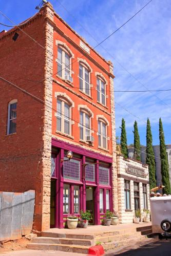 Bisbee Brownstone Suites