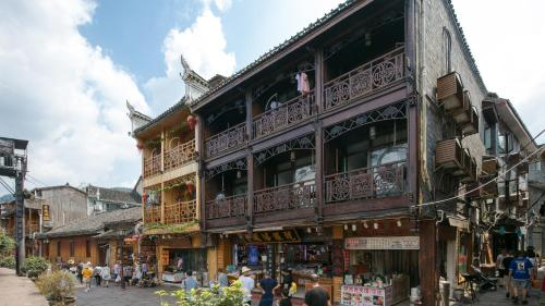 . Floral Hotel·Fenghuang Ancient City Danshui Yunkuo Riverview Light Luxury Homestay