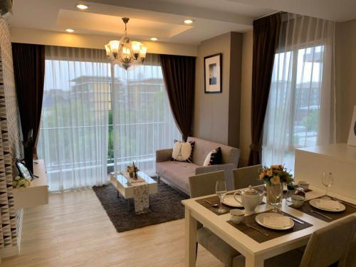 Execlusive Seaview 1 bedroom suite with toproof pool at The Patio Ba Execlusive Seaview 1 bedroom suite with toproof pool at The Patio Bangsaen