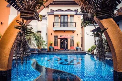 Pattaya Thai Style Luxury 4 Bedroom Villa Pattaya Thai Style Luxury 4 Bedroom Villa
