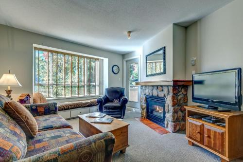 Town Plaza Suites by Golden Dreams - Accommodation - Whistler Blackcomb