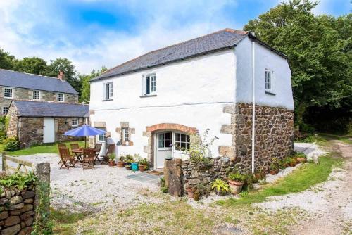 Higher Tregidden Cottages, Manaccan, Cornwall