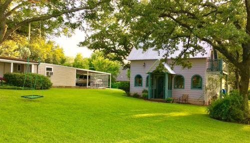 . The Cottage on Lake Graham