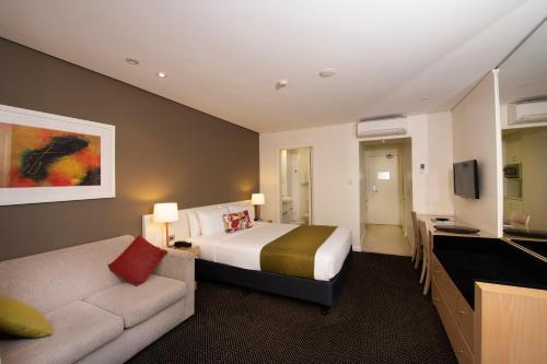 Coogee Sands Hotel & Apartments - image 3