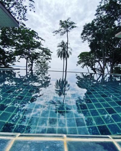 . Redrock Lanta Beach Resort & Villas