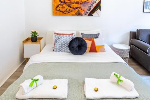 Sweet Studio with Art in the Heart of Budapest, Ferienwohnung in Budapest