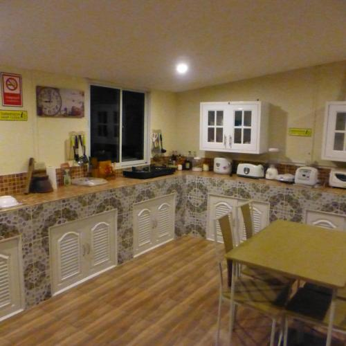 1 Double bedroom apartment with Pool and extensive Kitchen diningroom, Phen