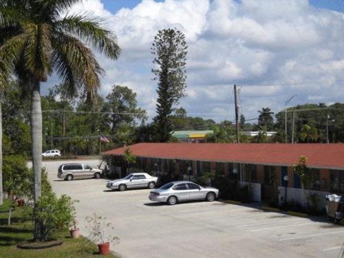 Conty's Motel - Naples, FL 34113