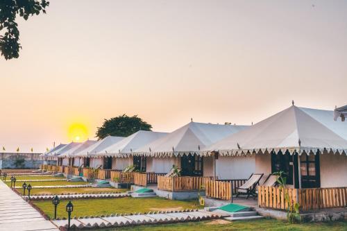 . Rawai Luxury Tents Near Brahma Temple