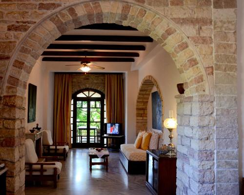 . Villa Petra