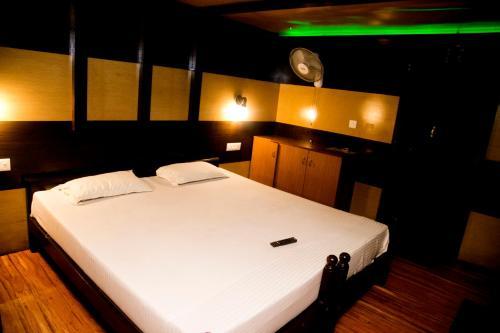 Symphony Cruise Houseboat, Alappuzha