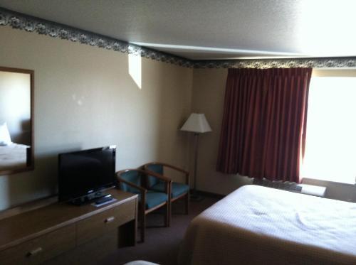 Days Inn By Wyndham Worthington - Worthington, MN 56187