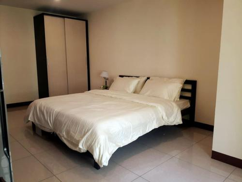 Cozy for 2 PPL/30 mins to DMK Airport/Near center Cozy for 2 PPL/30 mins to DMK Airport/Near center