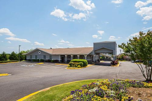 . Quality Inn & Suites Greenville - Haywood Mall