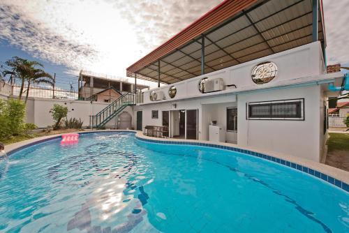 Large And Private Pool Villa With Rooftop Large And Private Pool Villa With Rooftop