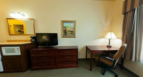 Country Inn & Suites By Radisson St. Cloud East Mn - Saint Cloud, MN 56304