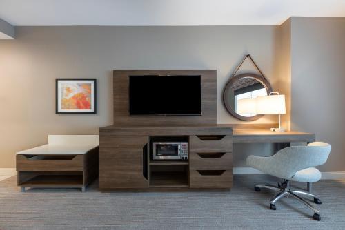 Hampton Inn & Suites Charlottetown - Photo 2 of 38