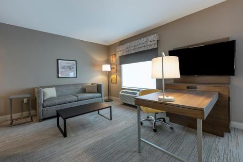 Hampton Inn & Suites Charlottetown - Photo 4 of 38