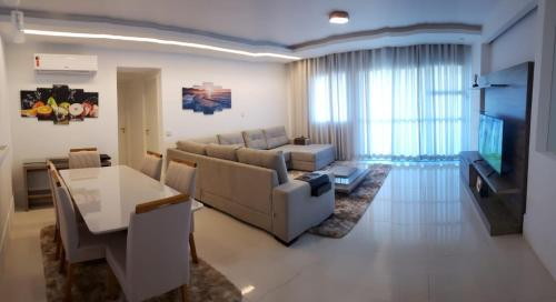 . Mountain view newly furnished luxury apartment in Reserva Jardim
