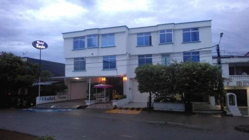 . HOTEL TANIA
