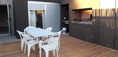 Duplex monte hermoso con patio parrila cochera