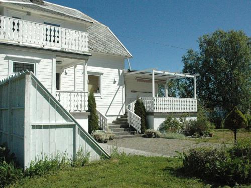 Five-Bedroom Holiday home in Kjerstad, Haram