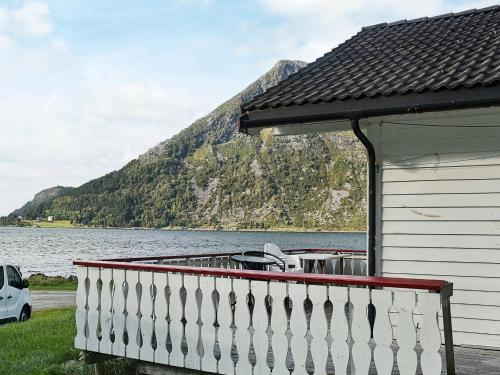 . Three-Bedroom Holiday home in Selje 4