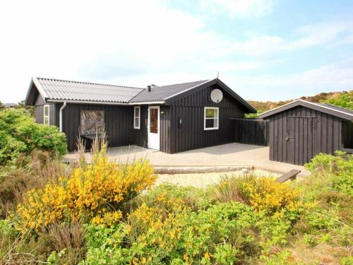. Three-Bedroom Holiday home in Henne 9