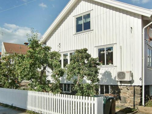. Two-Bedroom Holiday home in Skärhamn 1