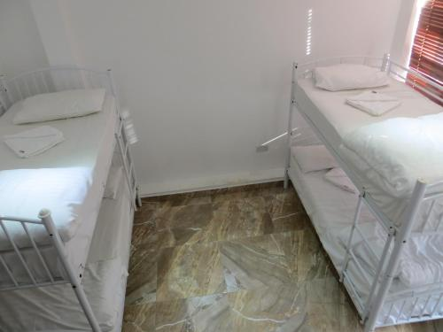 Basic Üç Kişilik Oda - Ortak Banyolu (Basic Triple Room with Shared Bathroom)