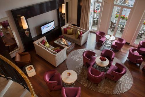 Four Seasons Hotel Buenos Aires, Posadas 1086/88, C1011ABB CABA, Argentina.
