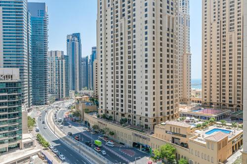 DHH -Come Home To A Cozy Studio in Bay Central Dubai Marina 5 Mins Walk to The Beach - image 5