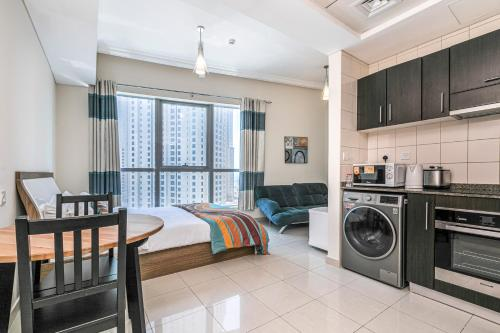 DHH -Come Home To A Cozy Studio in Bay Central Dubai Marina 5 Mins Walk to The Beach - image 9