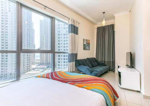 DHH -Come Home To A Cozy Studio in Bay Central Dubai Marina 5 Mins Walk to The Beach - image 10