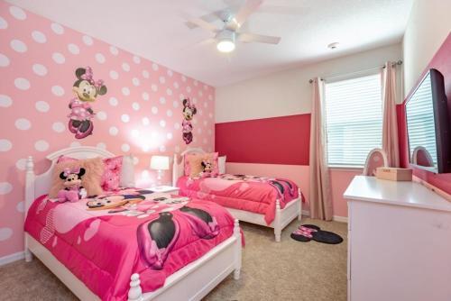 Amazing 6 Bedroom 5 Bathroom Solara Resort Villa Villa - image 1