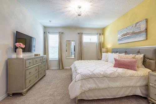 Amazing 6 Bedroom 5 Bathroom Solara Resort Villa Villa - image 9